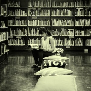 Girl_in_bookshop